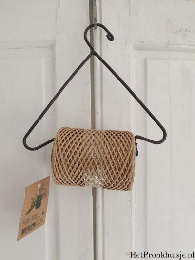 Stoere hanger met klos touw.