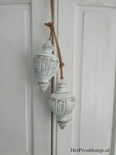 Wit houten ornament.