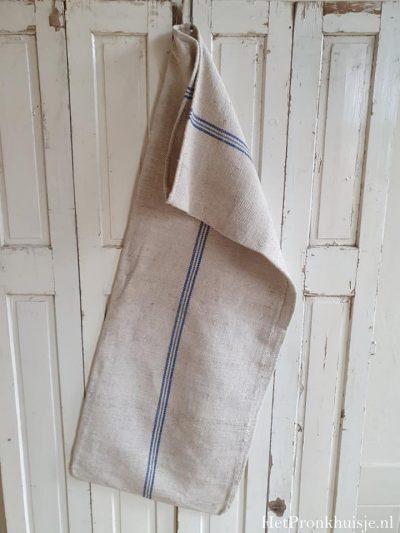 Oude linnen graanzak met blauwe streep.