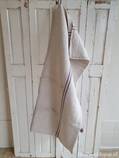 Oude linnen graanzak met paarse strepen.
