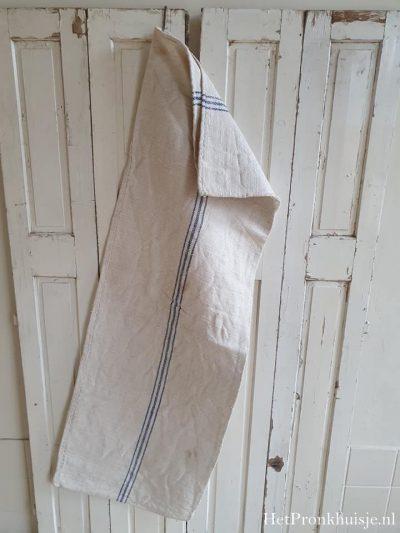 Oude linnen graanzak met 3 blauwe strepen.