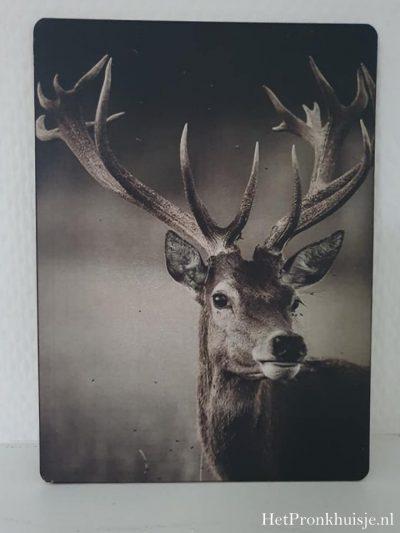Afbeelding op hout. Hert