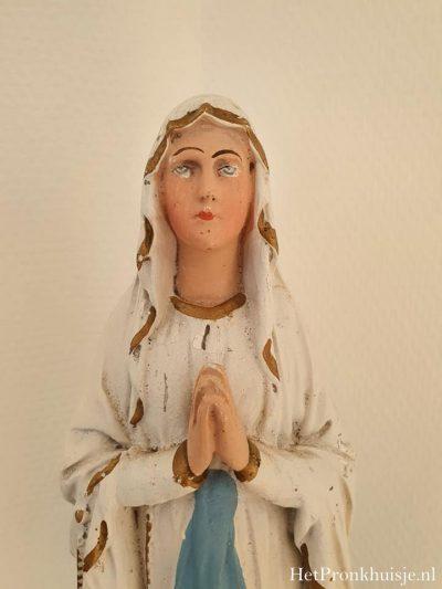 Oud gipsen Maria beeld.