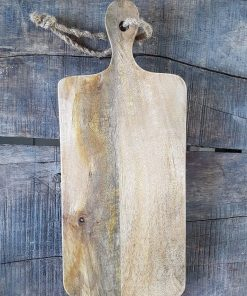 Kleine houten snijplank aan robuust touw.