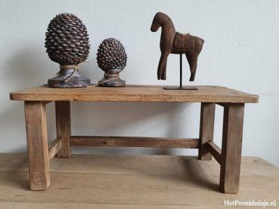 Oud houten tafeltje / krukje.