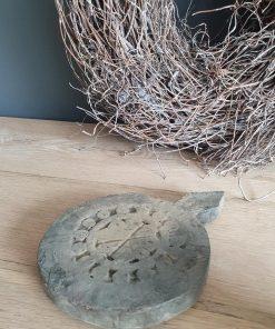 Vergrijsde houten onderzetter.