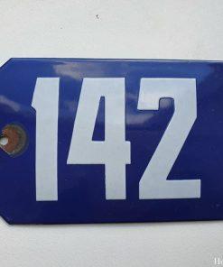 Oud emaille huisnummer. Nr 142