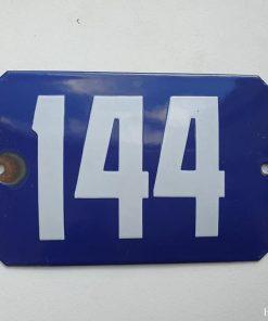 Oud emaille huisnummer. Nr 144