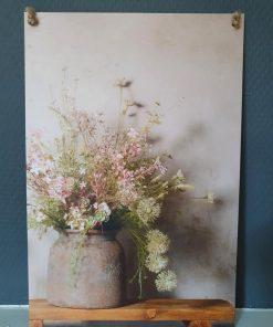 Muurbordje aan touw. Pot met bos bloemen.